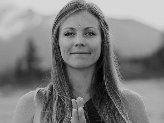 """Rachel Brathen """"Yoga Girl"""""""